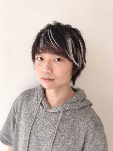 ノンカラーでメッシュにした舞台役者の大中さん
